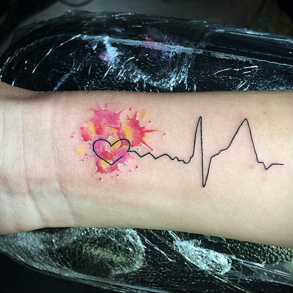Фото тату сердце и линия пульча 04.02.2021 №0053 - heart pulse tattoo - tatufoto.com