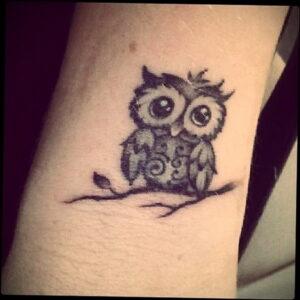 маленькая тату с совой на фото 15.02.2021 №0002 - little owl tattoo- tatufoto.com