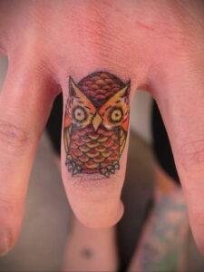 маленькая тату с совой на фото 15.02.2021 №0008 - little owl tattoo- tatufoto.com