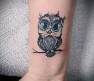 маленькая тату с совой на фото 15.02.2021 №0028 - little owl tattoo- tatufoto.com