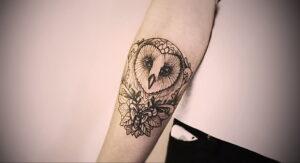 маленькая тату с совой на фото 15.02.2021 №0049 - little owl tattoo- tatufoto.com