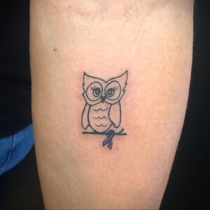 маленькая тату с совой на фото 15.02.2021 №0053 - little owl tattoo- tatufoto.com