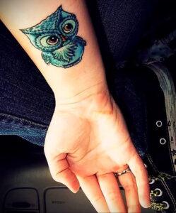 маленькая тату с совой на фото 15.02.2021 №0062 - little owl tattoo- tatufoto.com
