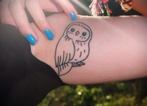 маленькая тату с совой на фото 15.02.2021 №0074 - little owl tattoo- tatufoto.com