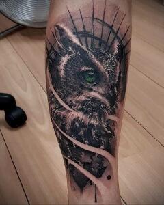 мужской рисунок тату с совой пример 15.02.2021 №0009 - owl tattoo men - tatufoto.com