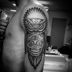 мужской рисунок тату с совой пример 15.02.2021 №0023 - owl tattoo men - tatufoto.com