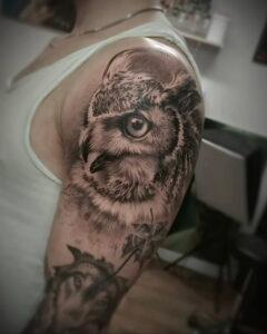 мужской рисунок тату с совой пример 15.02.2021 №0024 - owl tattoo men - tatufoto.com