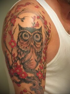 мужской рисунок тату с совой пример 15.02.2021 №0038 - owl tattoo men - tatufoto.com