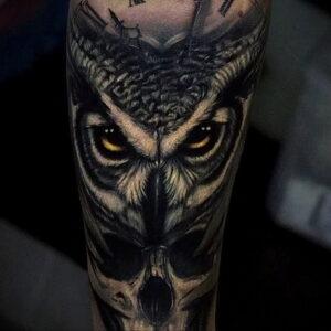 мужской рисунок тату с совой пример 15.02.2021 №0065 - owl tattoo men - tatufoto.com
