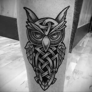 мужской рисунок тату с совой пример 15.02.2021 №0075 - owl tattoo men - tatufoto.com