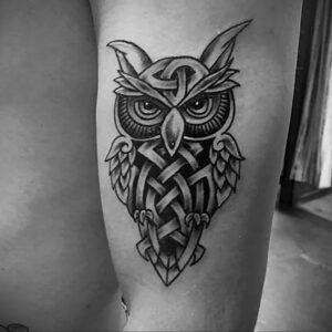 мужской рисунок тату с совой пример 15.02.2021 №0078 - owl tattoo men - tatufoto.com