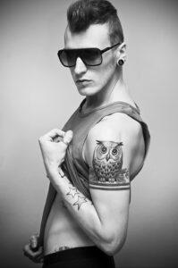 мужской рисунок тату с совой пример 15.02.2021 №0108 - owl tattoo men - tatufoto.com