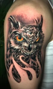 мужской рисунок тату с совой пример 15.02.2021 №0125 - owl tattoo men - tatufoto.com