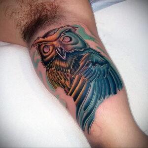 мужской рисунок тату с совой пример 15.02.2021 №0147 - owl tattoo men - tatufoto.com