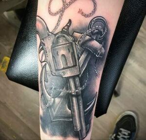 пример рисунка тату револьвер на фото 16.02.2021 №0003 - tattoo revolver - tatufoto.com