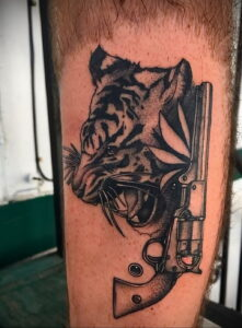пример рисунка тату револьвер на фото 16.02.2021 №0013 - tattoo revolver - tatufoto.com