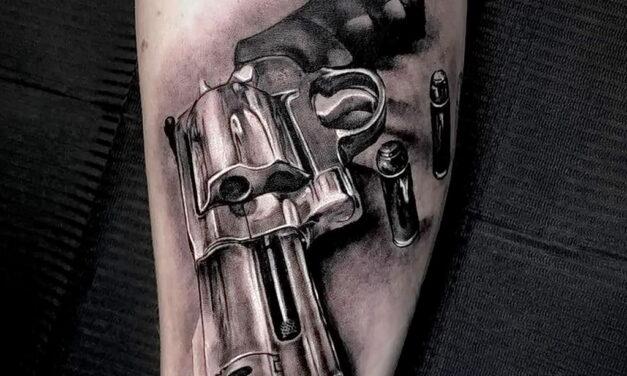 Рисунок татуировки с револьвером