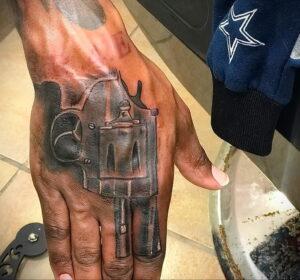 пример рисунка тату револьвер на фото 16.02.2021 №0041 - tattoo revolver - tatufoto.com