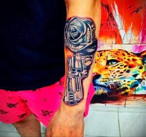 пример рисунка тату револьвер на фото 16.02.2021 №0050 - tattoo revolver - tatufoto.com