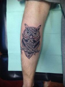 пример рисунка тату сова на ноге 15.02.2021 №0013 - owl tattoo on leg - tatufoto.com
