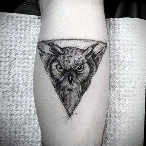 пример рисунка тату сова на ноге 15.02.2021 №0027 - owl tattoo on leg - tatufoto.com