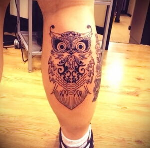 пример рисунка тату сова на ноге 15.02.2021 №0034 - owl tattoo on leg - tatufoto.com