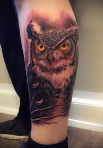 пример рисунка тату сова на ноге 15.02.2021 №0040 - owl tattoo on leg - tatufoto.com