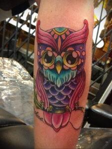 пример рисунка тату сова на руке 15.02.2021 №0004 - owl tattoo on arm - tatufoto.com