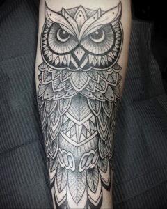 пример рисунка тату сова на руке 15.02.2021 №0042 - owl tattoo on arm - tatufoto.com