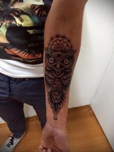 пример рисунка тату сова на руке 15.02.2021 №0043 - owl tattoo on arm - tatufoto.com