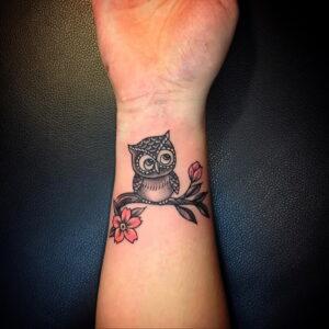пример рисунка тату сова на руке 15.02.2021 №0056 - owl tattoo on arm - tatufoto.com