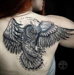 пример рисунка тату сова на спине 15.02.2021 №0008 - owl tattoo on back - tatufoto.com