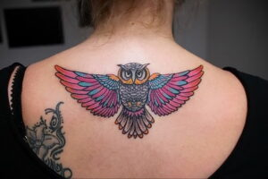 пример рисунка тату сова на спине 15.02.2021 №0018 - owl tattoo on back - tatufoto.com