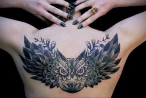 пример рисунка тату сова на спине 15.02.2021 №0026 - owl tattoo on back - tatufoto.com