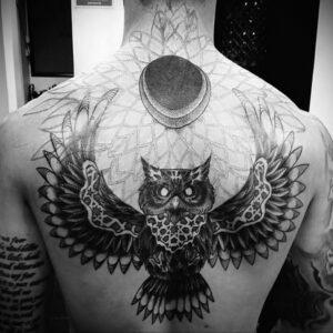 пример рисунка тату сова на спине 15.02.2021 №0028 - owl tattoo on back - tatufoto.com