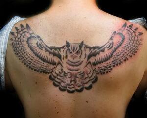 пример рисунка тату сова на спине 15.02.2021 №0039 - owl tattoo on back - tatufoto.com