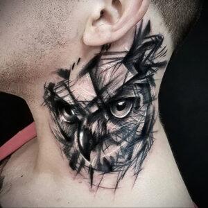 пример рисунка тату сова на шее 15.02.2021 №0006 - owl tattoo on neck - tatufoto.com