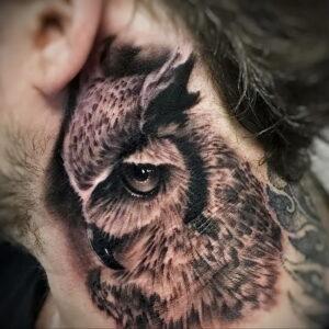 пример рисунка тату сова на шее 15.02.2021 №0008 - owl tattoo on neck - tatufoto.com