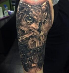 пример рисунка тату сова реализм 15.02.2021 №0107 - owl tattoo realism - tatufoto.com