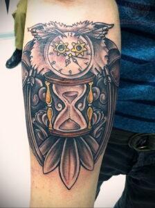 рисунок татуировки сова и часы 15.02.2021 №0009 - owl and clock tattoo- tatufoto.com