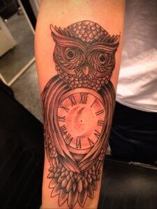 рисунок татуировки сова и часы 15.02.2021 №0011 - owl and clock tattoo- tatufoto.com