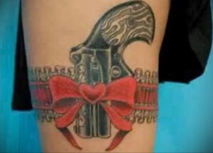 тату револьвер на бедре 16.02.2021 №0015 - revolver tattoo on hip - tatufoto.com