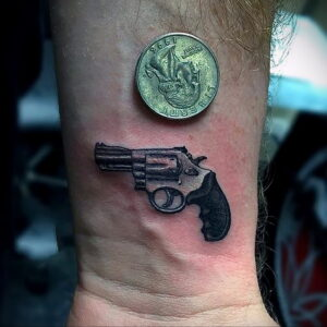 тату револьвер на руке 16.02.2021 №0006 - revolver tattoo on arm - tatufoto.com