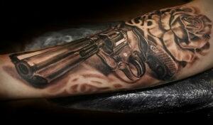 тату револьвер на руке 16.02.2021 №0016 - revolver tattoo on arm - tatufoto.com