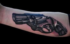 тату револьвер на руке 16.02.2021 №0026 - revolver tattoo on arm - tatufoto.com