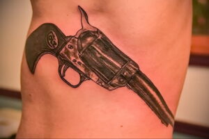 тату револьвер фото пример рисунка 16.02.2021 №0001 - tattoo revolver - tatufoto.com