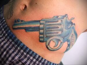 тату револьвер фото пример рисунка 16.02.2021 №0017 - tattoo revolver - tatufoto.com