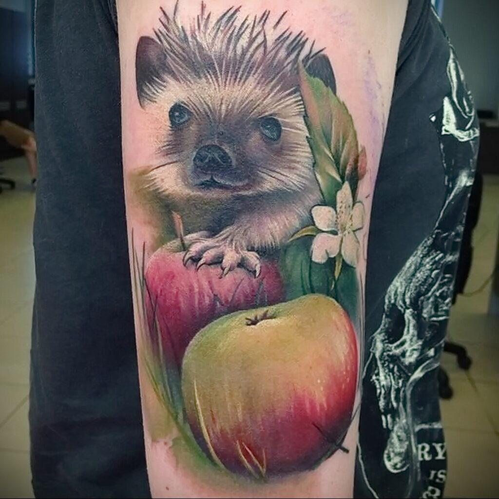 Пример женской тату с яблоком 03.03.2021 №004 - girl with apple tattoo - tatufoto.com