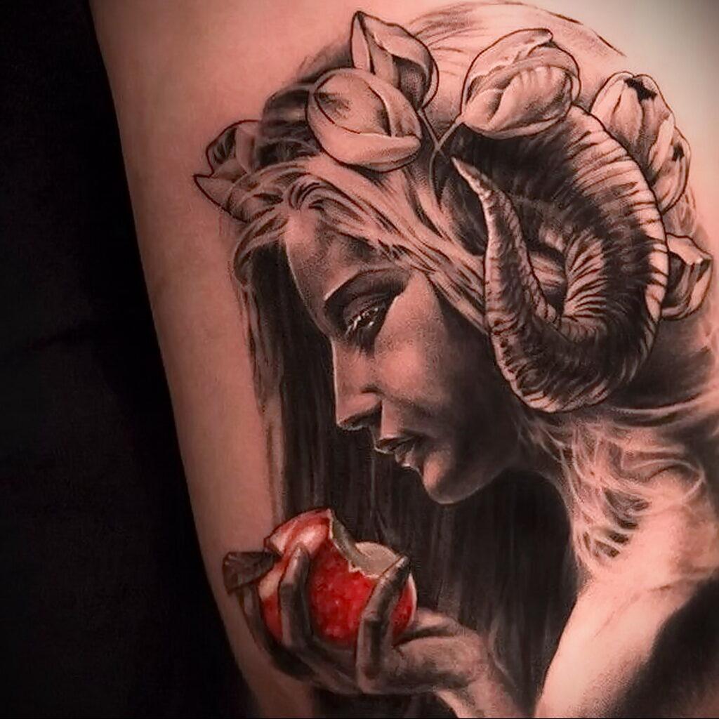 Пример женской тату с яблоком 03.03.2021 №012 - girl with apple tattoo - tatufoto.com