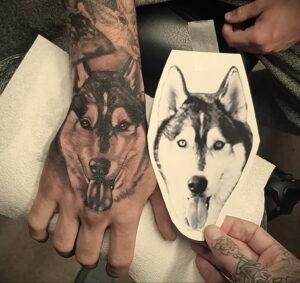 Тату с собакой породы Хаски 08.03.2021 №044 - husky tattoo - tatufoto.com